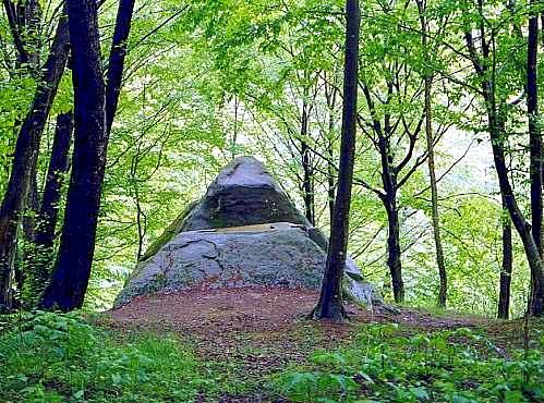 Mamed canyon dolmen