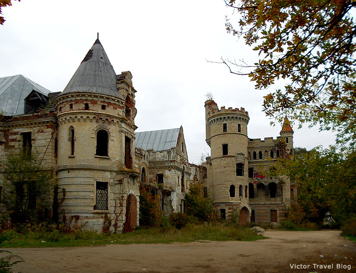 Russian Castle Once Rivaled The Louvre And The Park Of