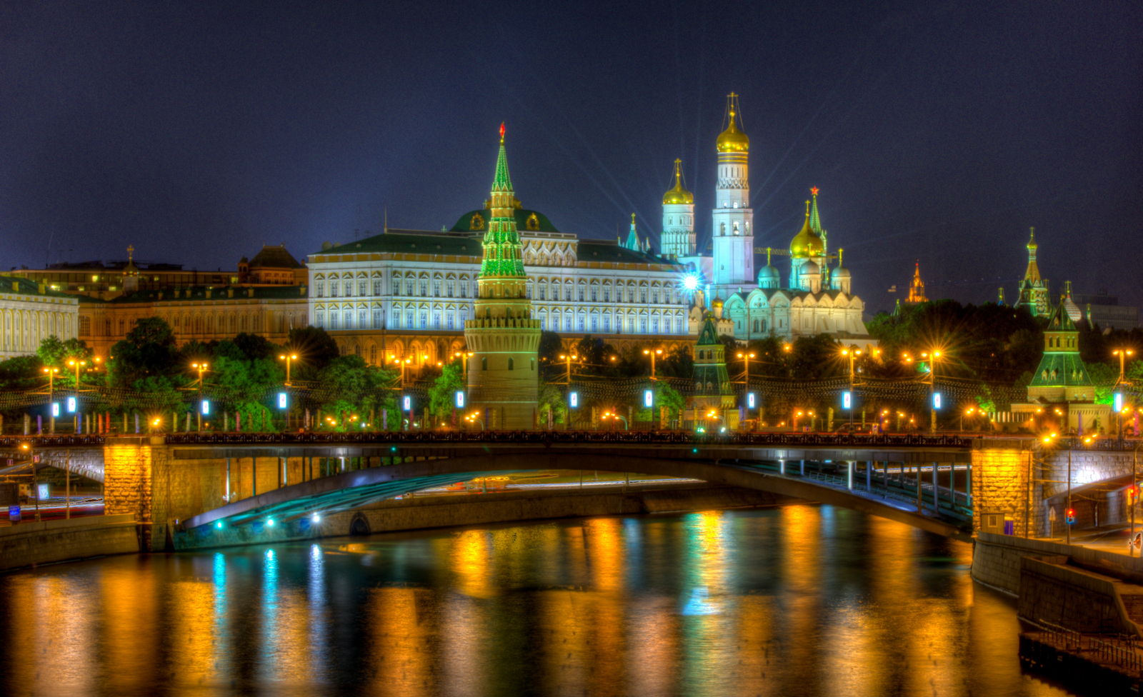 "moscow russia If you've never travelled to russia, you're probably struggling to imagine what moscow is like, and if you know more than one person who has been, the chances are that you have heard extremely conflicting opinions about it throughout the cold war, moscow used to be the capital of the ""other."