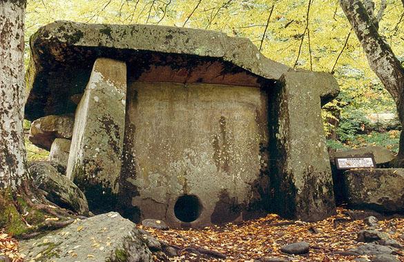 2-dolmens