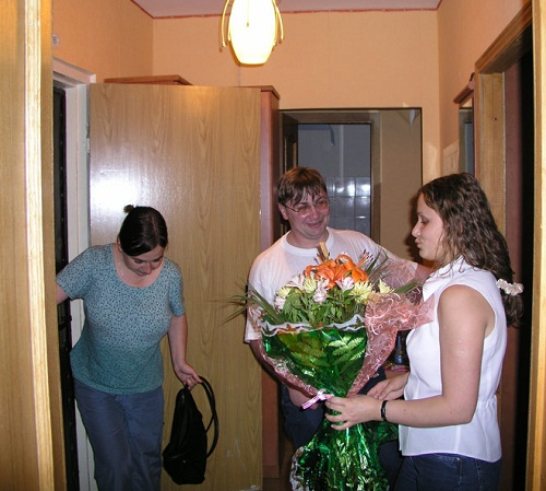 2.-Don't-come-to-visit-empty-handed