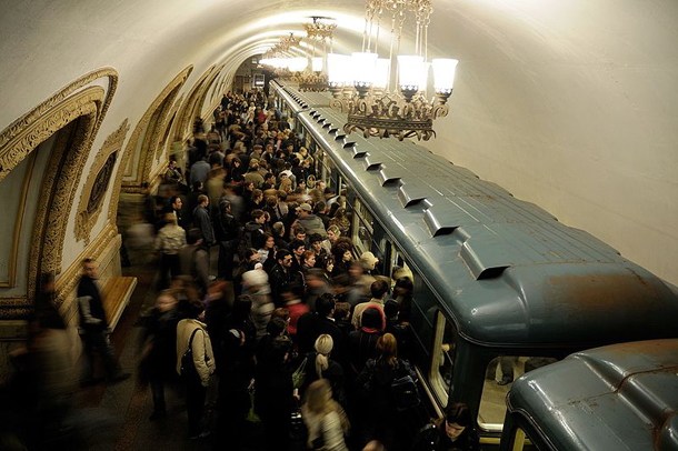 800px-Moscow_MetroCrowded_pixinn