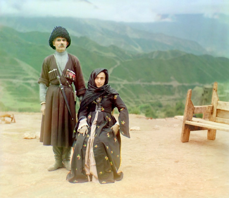 sergei-mikhailovich-prokudin-gorskii-old-color-pictures-of-russia-dagestani-couple-posed-outdoors-for-a-portrait-1904