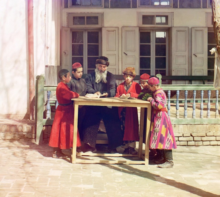 sergei-mikhailovich-prokudin-gorskii-old-color-pictures-of-russia-group-of-jewish-children-with-a-teacher-1911