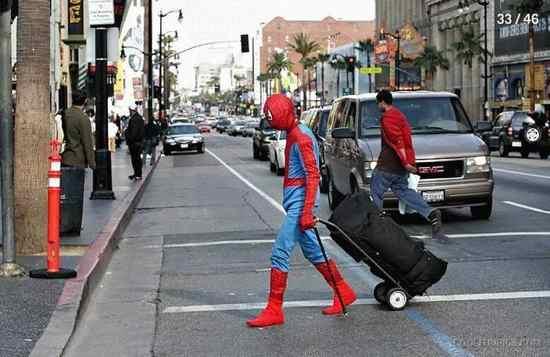 spiderman_crossing_road