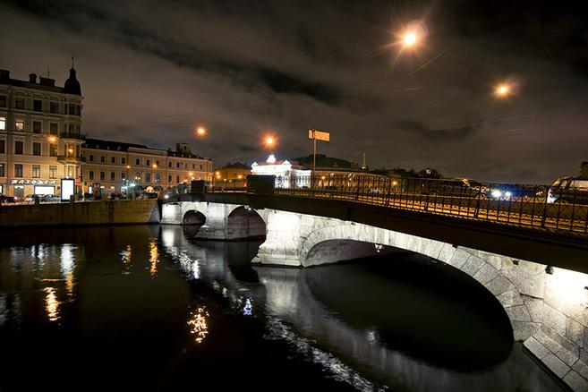 belinskiy-bridge-at-night-in-st-petersburg