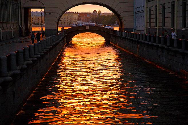 hermitage-bridge-in-st-petersburg