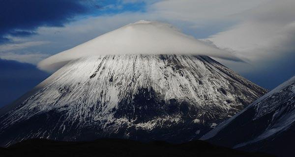 amazing-lenticular-clouds-on-earth-2-klyuchevskaya-sopka-mountain-eastern-russia
