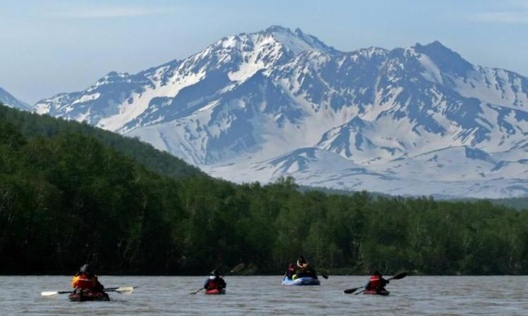 Kamchatka_kayakers_Avachinsky_Volcano_NHA