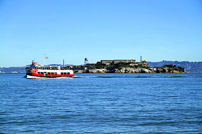 Alcatraz-with-boat 2