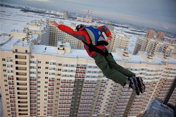 b-a-s-e-jumping-off-buildings-russia-slavs-got-crazy-adrenaline-bug.w654