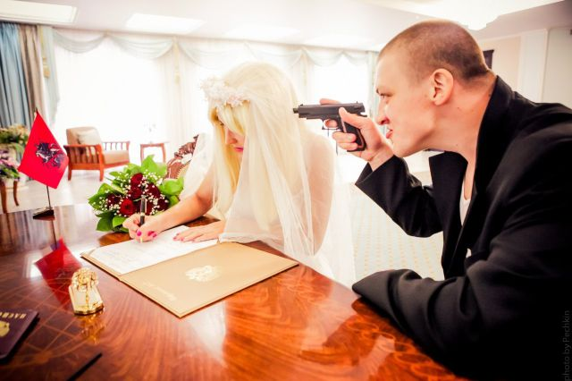 russian_couples_weird_and_slightly_wacky_wedding_640_11