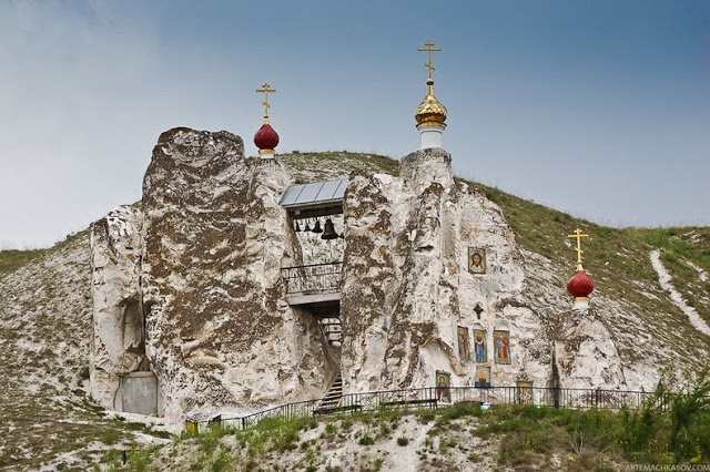 Spassky Cave Church in Russia (12)