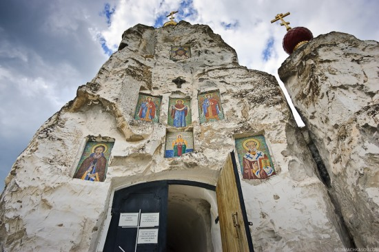 Spassky Cave Church in Russia (5)