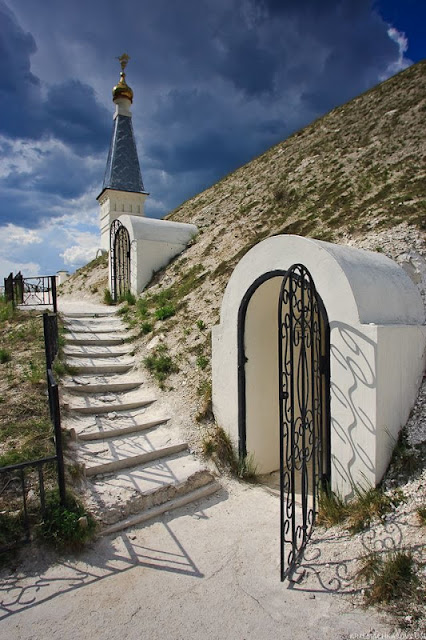 Spassky Cave Church in Russia (8)