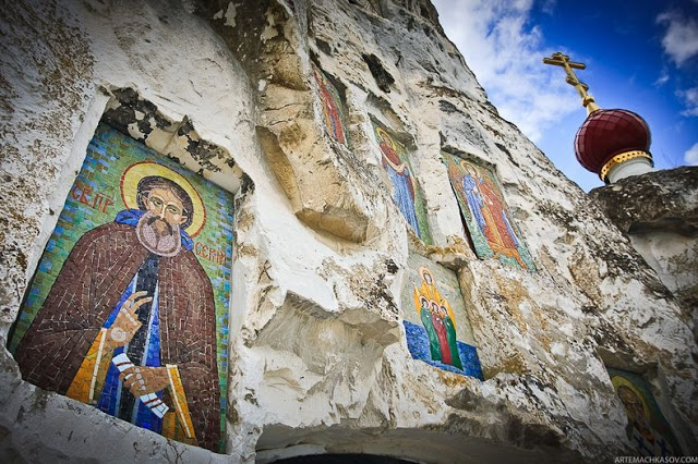Spassky Cave Church in Russia (9)