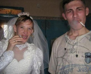 Funny-Wedding-Pictures-Ugly-Bride-Groom-Smoking