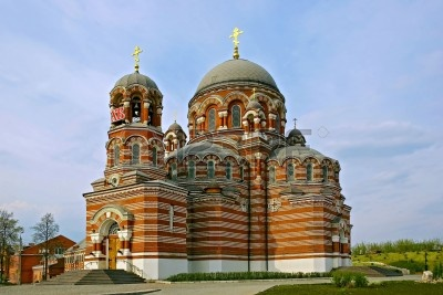 7164944-red-byzantine-style-trinity-church--kolomna-russia