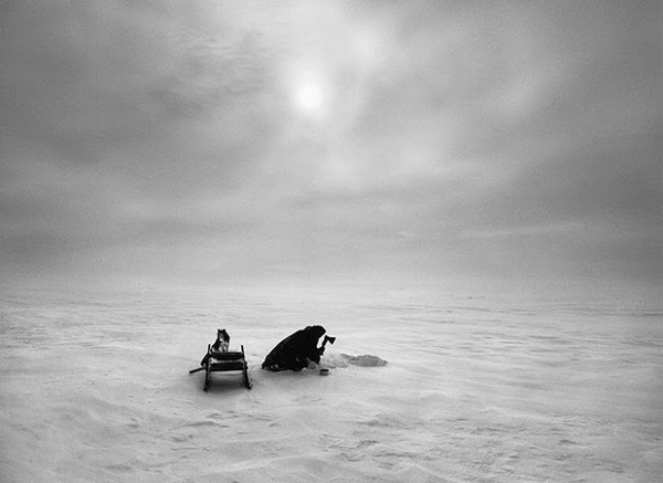 20130703053546-Nenets_Nomads__Digging_hole_in_ice___Siberia__Russia__2011.jpg
