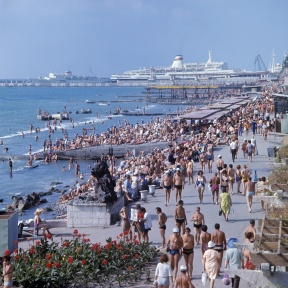 RIAN_archive_579736_Promenade_and_beach_in_Sochi