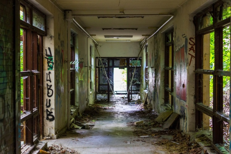 Abandoned_Berlin_Children's_Zombie_Hospital-7555