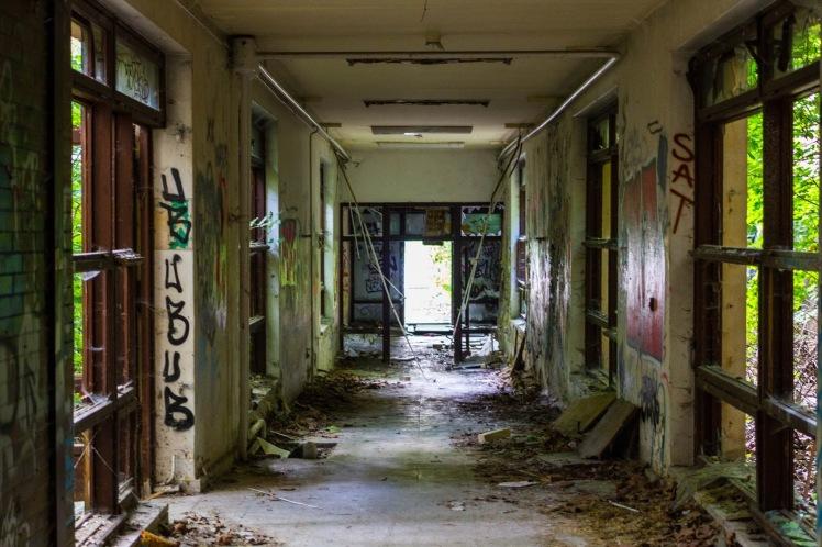 Abandoned_Berlin_Children's_Zombie_Hospital-7555