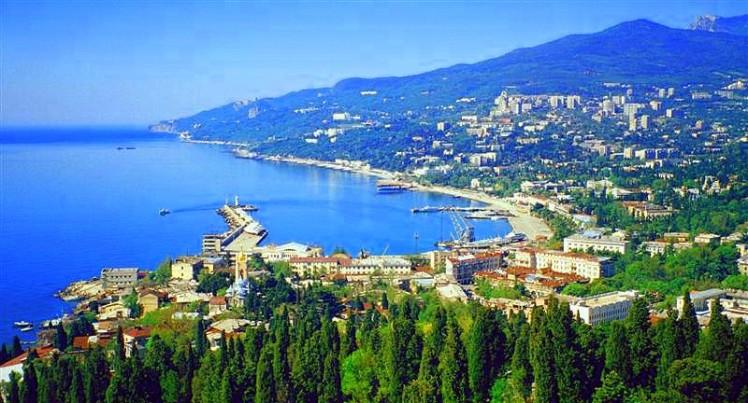 Ukraine_Yalta_Bay-1