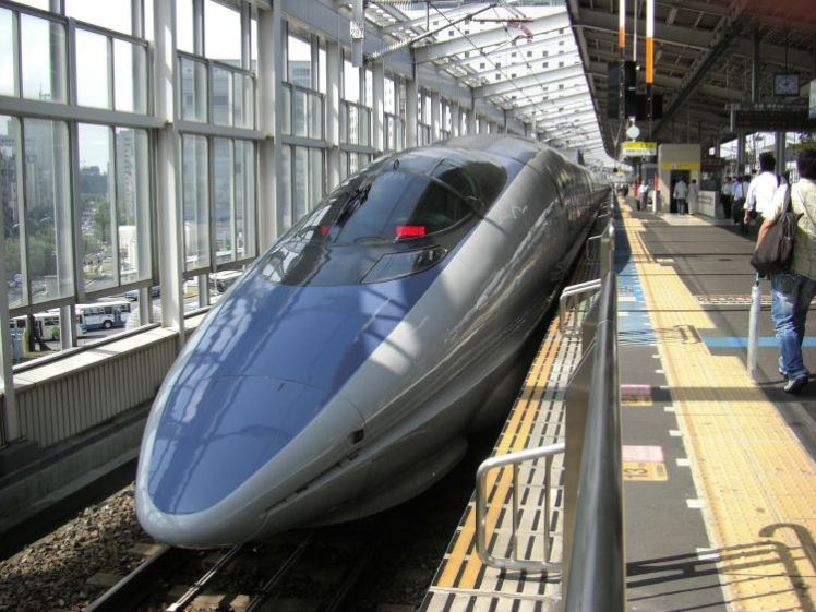 bullet-train-pixabay-free-public-domain